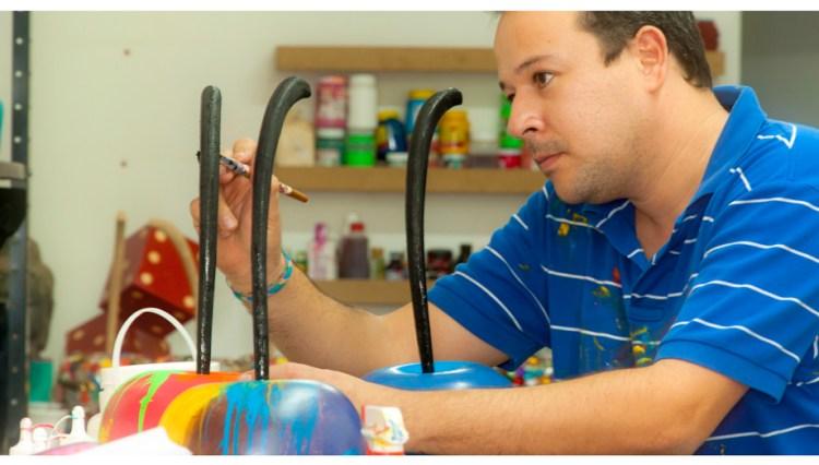 Carlos Vallenilla en el taller