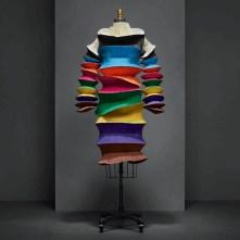 Colorido vestido de Issey Miyake
