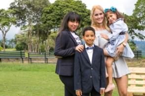 César Augusto con sus hermanas Cristina Alexandra Dos Santos, Sophia Isabella Morales y Michelle Arianne Morales