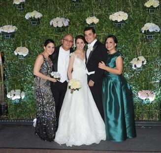 Claudia Elena Villegas Guerrero, Martín Eduardo Villegas, los novios y Diana Elena Guerrero de Villegas