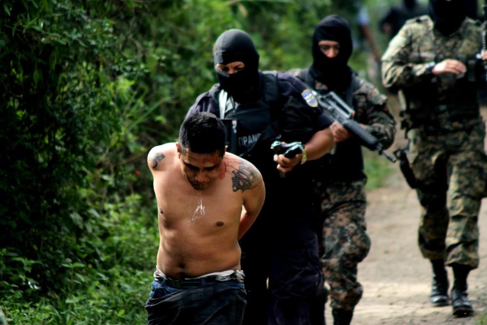 Los policías preparan su propia venganza contra las pandillas