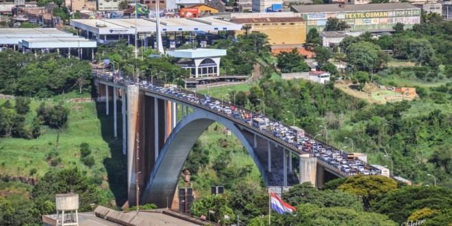Brasil y Paraguay reabren Puente de la Amistad.