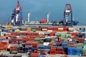 Se derrumbaron las importaciones en octubre y la balanza comercial registró su segundo superávit seguido