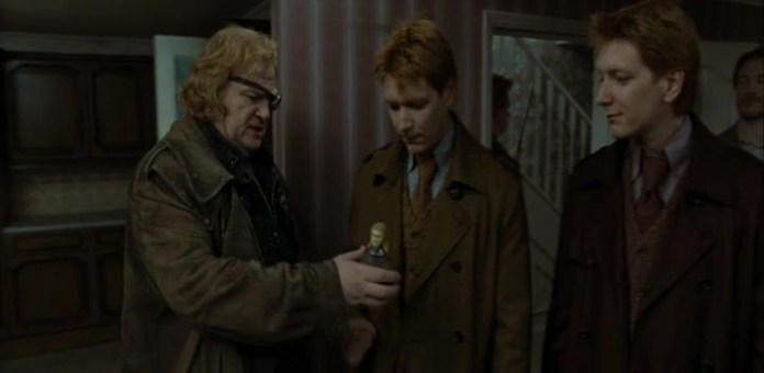 Em Harry Potter e os Talismãs da Morte, o estratagema criado pela Ordem da Fénix para tirar Harry de Privet Drive em segurança foi fazer com que todos os membros da Ordem tomassem uma poção Polissuco... Com essência de Harry.