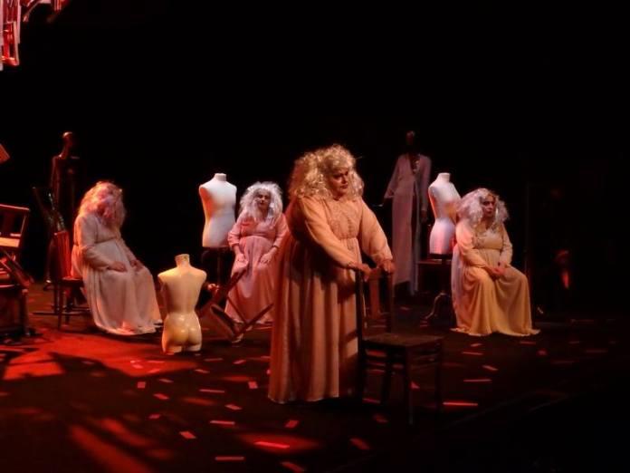 Peça TORCICOLO no Teatro Meridional