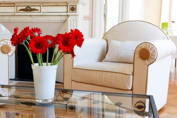 Flores são bem-vindas em quase todos os cômodos. O importante é limpar o recipiente e trocar a água com frequência (Fotos: ThinkStock)