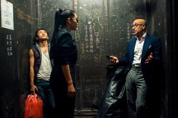 """Stanley Tucci, Bingbing Li, e Shiming Zou em """"Transformers: a era da extinção""""(2014). Crédito: IMDb."""