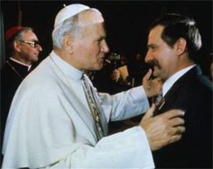 Foto do encontro entre o Papa João Paulo II e o líder polonês Lech Walesa. Crédito: https://www.pliniocorreadeoliveira.info/