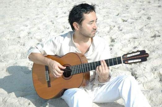 O músico Michinari Usuda. Crédito: Arquivo Pessoal.