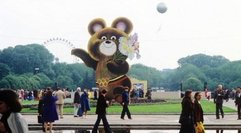 Estátua de Michka dá boas-vindas aos visitantes do parque Górki, em Moscou. Crédito: Aleskei Poddubni/TASS.