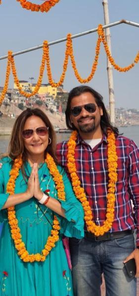 Rebeca e Mohan na Índia. Crédito: Govinda Turismo.