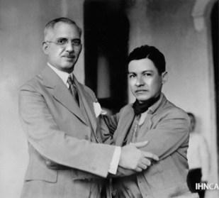 O ex-presidente Juan Bautista Sacasa (esq.) e o líder Augusto César Sandino (dir.). Crédito: http://ihncahis.uca.edu.ni/