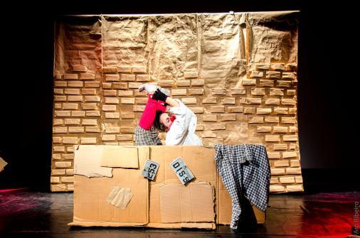"""O espetáculo infanto-juvenil """"As Clássicas"""", por Cia. Teatral Circo Delas. Crédito: Arô Ribeiro."""