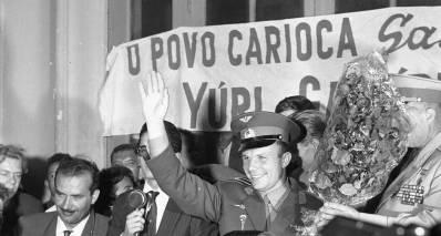 Gagarin no Rio de Janeiro em seu tour pelas Américas, em 1961, três meses após a sua viagem espacial. Crédito: O Globo.
