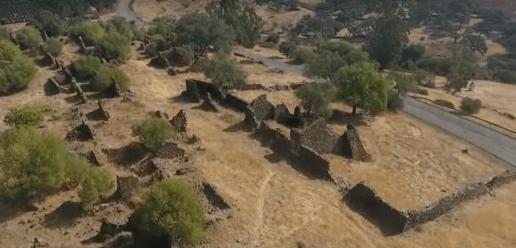 Ruinas de la aldea El Membrillo Bajo, Zalamea la Real (Huelva)