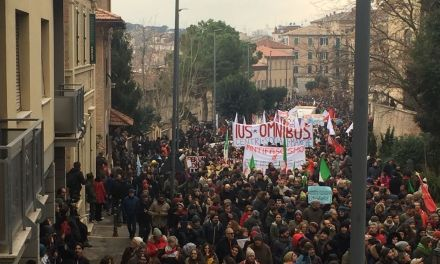 Macerata: fascismo y antifascismo con la campaña electoral de fondo.