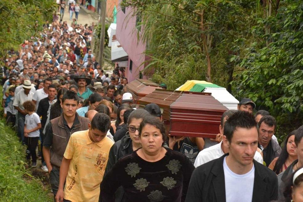 Marquetalia despidió a las víctimas de la tragedia