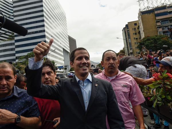 Denuncian nuevo bloqueo a la caravana en la que viaja Guaidó