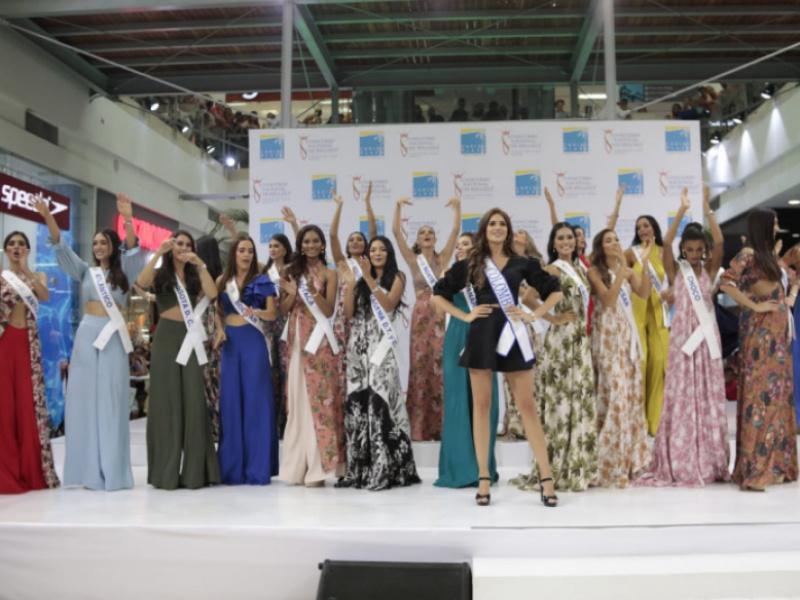 Las reinas visitaron el Centro Comercial Caribe Plaza