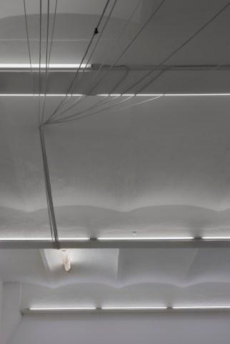 Fixed Action Pattern, 2016. Vista de la exposición, SpazioA, Pistoia Foto: Serge Domingie © Cortesía de SpazioA