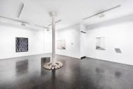 Exposición Emplazamiento. Ding Musa. Apertura 2017 Vista General Galería Ponce+Robles. Cortesía de Ponce + Robles