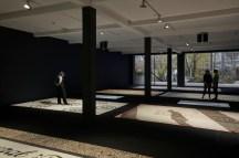 Carlos Garaicoa, Vista de instalación en Parasol unit, Londres, 2018. Fotografía de Benjamin Westoby. Cortesía de la fundación Parasol unit para el arte contemporáneo