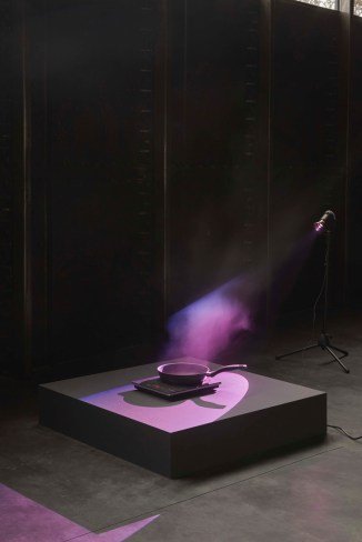 Mika Rottenberg. Frying Pans, 2018. Stovetops, pans, water dripping system, lights. Dimensions variable. Courtesy of the artist, Goldsmiths CCA, London, MAMbo Museo d'Arte Moderna di Bologna and Kunsthaus Bregenz. Installation view: Goldsmiths CCA, 2018. Image credit: Andy Keats, 2018