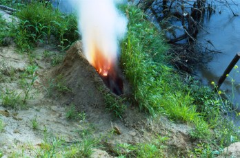 Ana Mendieta, Volcán, 1979/1997. Foto © The Estate of Ana Mendieta Collection, LLC. Cortesía Galerie Lelong & Co.