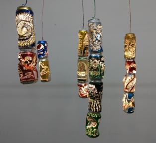 Luis Terán, 354 cm luz, 2018 Latas perforadas, lámparas Dimensiones variables