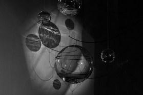 Tomás Saraceno. ON AIR, exposición individual en el Palais de Tokyo, París, 2018. Curaduría de Rebecca Lamarche-Vadel. Cortesía del artista, Andersen's, Copenhague; Esther Schipper, Berlín; Pinksummer Contemporary Art, Génova; Ruth Benzacar, Buenos Aires; Tanya Bonakdar Gallery, Nueva York. © Estudio fotográfico Tomás Saraceno, 2018.