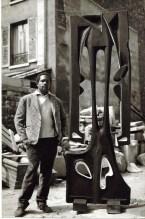 Agustín Cárdenas, Mon ombre après minuit, 1963 Bois polychrome, 245x120 cm Atelier de Meudon Photo © Pierre Golendorf