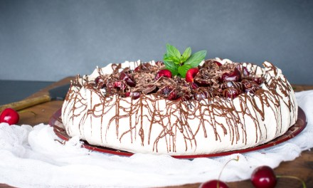 Merengue con cerezas y chocolate – pavlova selva negra