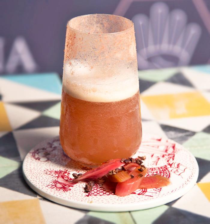 coctel de tequila y ruibarbo