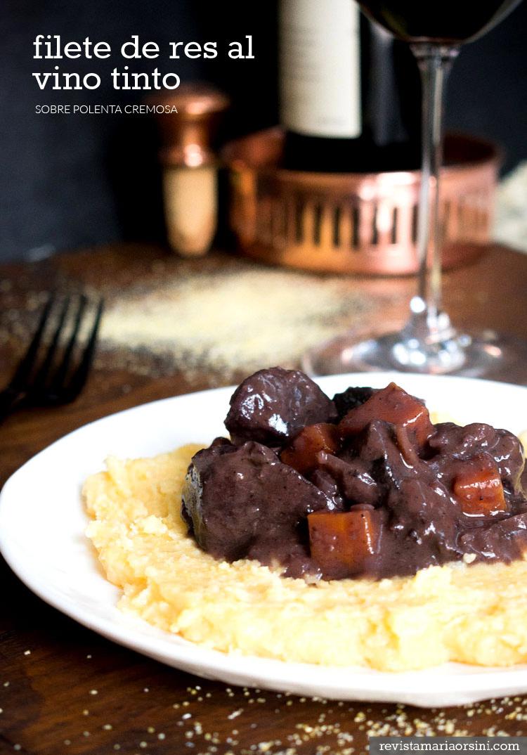 Receta de filete de res al vino tinto sobre polenta cremosa en revista Maria Orsini