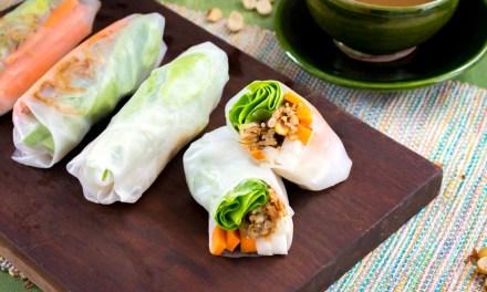 Rollos primavera vegetarianos con salsa de cacahuate