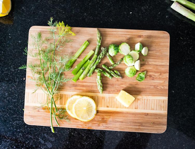 Receta fácil de pescado al limón con espárragos