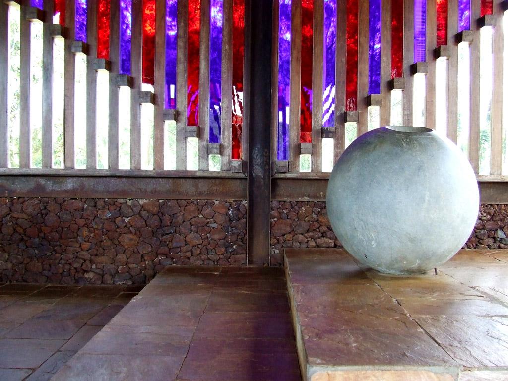 Pia Batismal na Capela de Santana do Pé-do-Morro - Ouro Branco (Éolo Maia,1980)