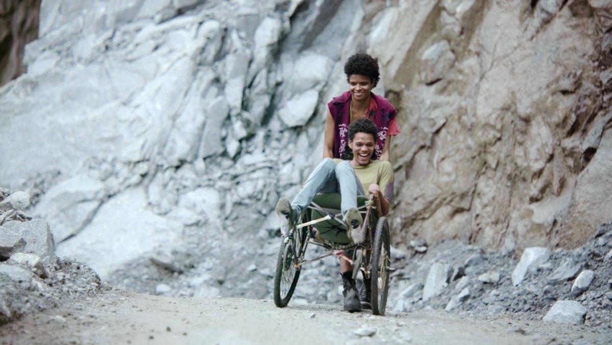Joana e Fernando retornam ao Continente.