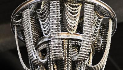 L mparas punk hechas con cadenas de bici revista for Cadenas de muebles