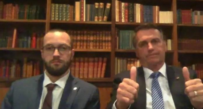 Filipe Barros e Jair Bolsonaro participaram de <i>Os Pingos nos Is</i>