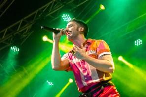 Romero Ferro e sua mistura de pop, brega e new wave.