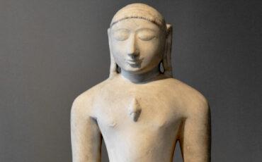 1 Shrivatsa ou o nó kármico representado no peito do Tirthankara. Domínio Público r