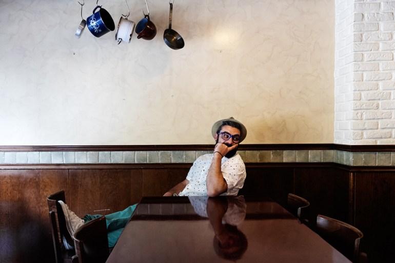 @JuanEAT_o esperando polos pratos do Argentinos Burguer. Foto: Iván Barreiro