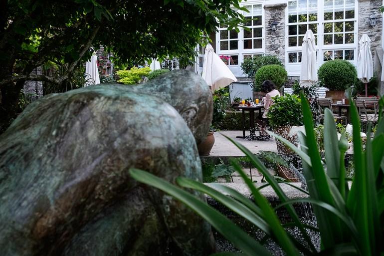 O xardín do Hotel Costa Vella. Foto: Iván Barreiro.