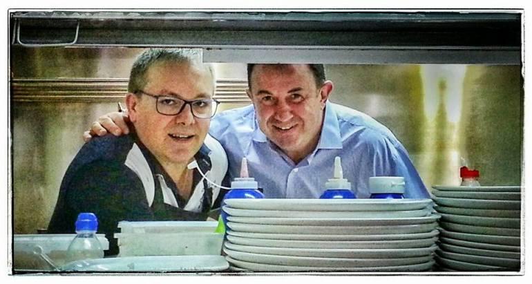 Roguelio Rial con Martin Berasategui. Foto: Facebook Casa Barqueiro