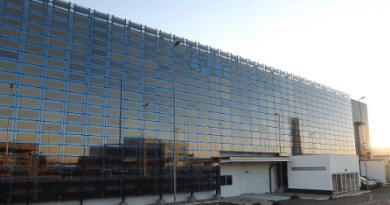 Fachada de vidro com filme solar