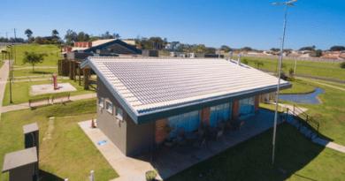 Telha fotovoltaica de concreto