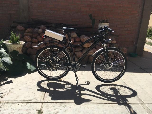 Primera bicicleta para Eco Delivery con motor eléctrico instalado.