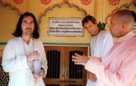 George Harrison, Shyamasundara Dasa and Mukunda Goswami in Vrindavan in front of Jiva Goswami Samadhi