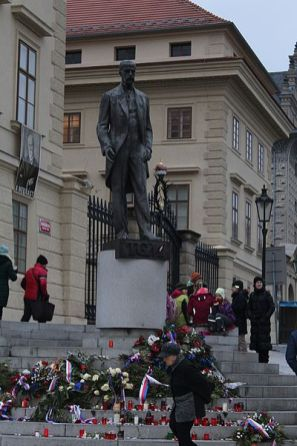 Estatua de Masaryk en el Castillo de Praga, Chabe01